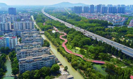 Promenada suspendată din Jiangyin, China. Un exemplu de regenerare urbană
