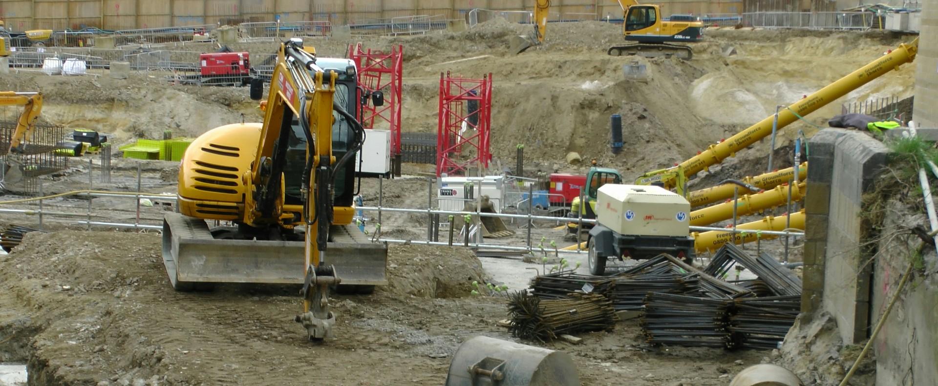 Numărul autorizaţiilor de construire pentru clădiri rezidenţiale a scăzut cu 15% în primele cinci luni