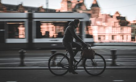 Pandemia grăbește deciziile marilor orașe cu privire la limitarea traficului și extinderea spațiului pentru bicicliști și pietoni