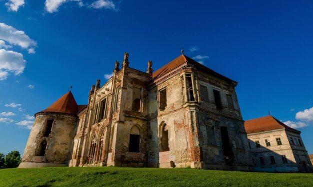 Apel de participare la taberele de restaurare a Castelului Banffy