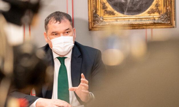 Cseke Attila spune că se doreşte eliminarea unor restricţii pentru rezolvarea problemei arhitecţilor şefi