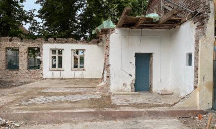 Casa Ceaiului din Satul Regal Săvârşin, în curs de restaurare